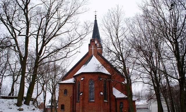 Karolewo: neogotycki kościół z 1899 roku - full image