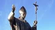 Pomnik Jana Pawła II w Pieniężnie