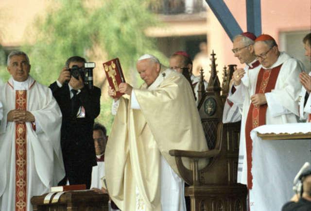Papież podczas wizyty w Ełku w 1999 roku - full image