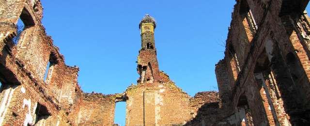 Słobity: ruiny pałacu rodu Dohnów - full image