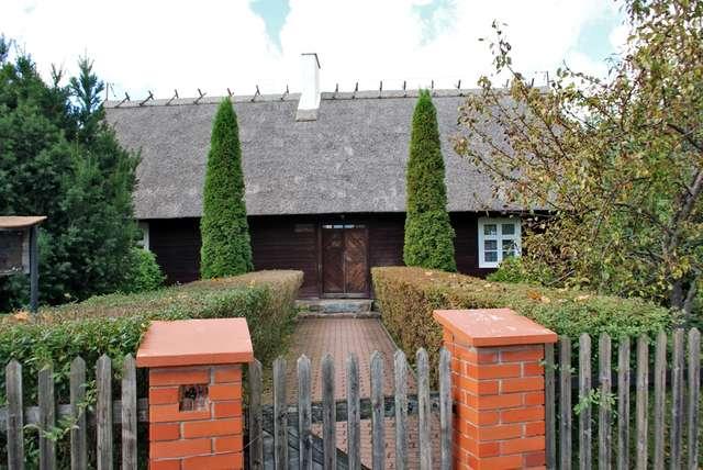 Zrekonstruowana chata z 1809 roku w Starych Juchach - taka chata stała w pobliskiej wsi Kaltki - full image