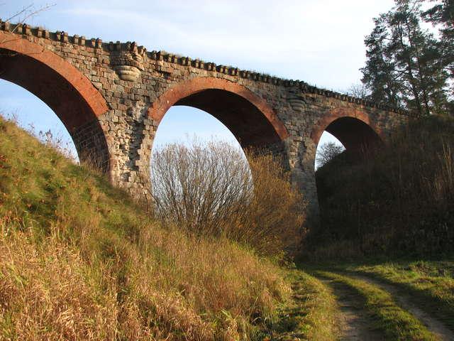 Glaznoty – wiadukt dawnej linii kolejowej - full image