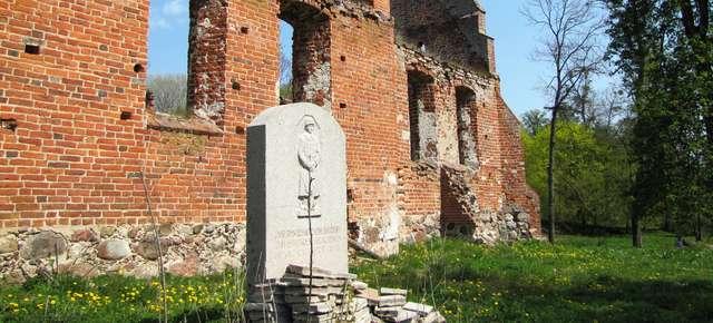 Ławki: pomnik poległych - full image