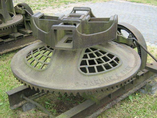 Naterki: skansen maszyn rolniczych - full image