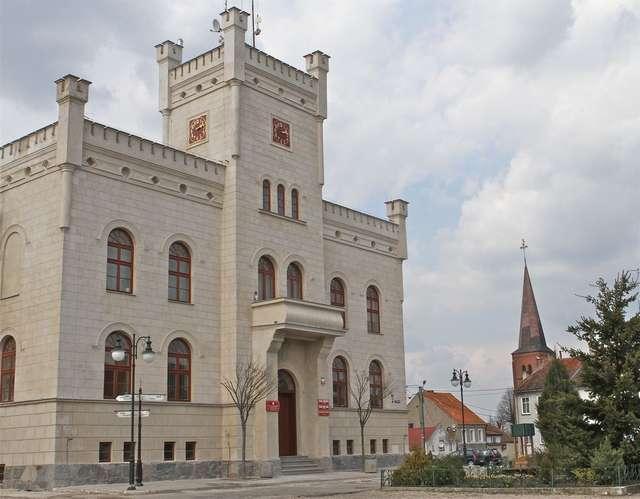 Pasym: neogotycki ratusz - full image
