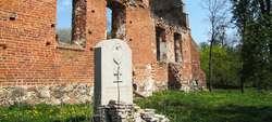 Ławki: pomnik poległych