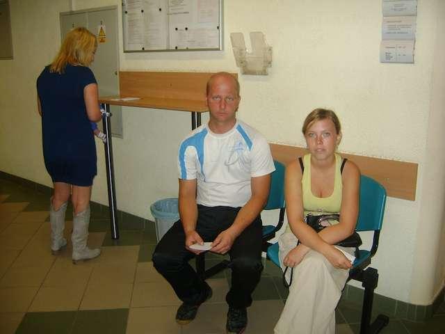 Marta Orzelska i Mirosław Brodzik czekali wczoraj na złożenie