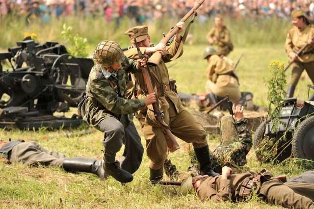 Inscenizacja walk Armii Czerwonej i Wehrmachtu - full image