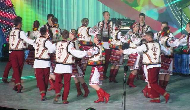 Festiwal Kultury Ukraińskiej w Koszalinie: tańczą młodzi Ukraińcy - full image
