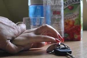 Pijana, skradzionym samochodem jechała do bankomatu, by przy pomocy przywłaszczonej karty wypłacić pieniądze