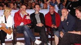 Aktorzy serialu na spotkaniu w kościele