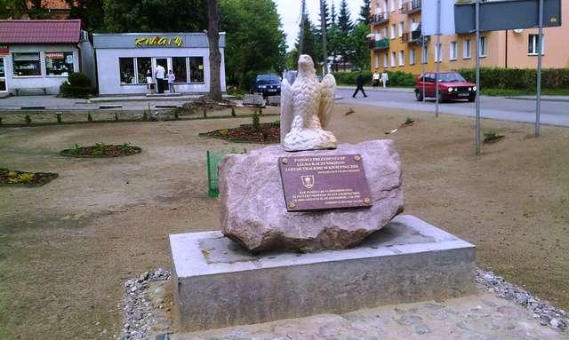 Górowo Iławeckie: pomnik ofiar tragedii smoleńskiej - full image