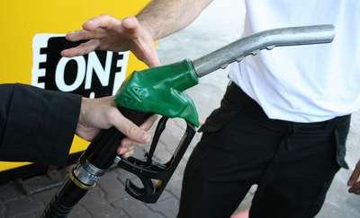 Ceny paliw spadają. Przed świętami będzie jeszcze taniej?