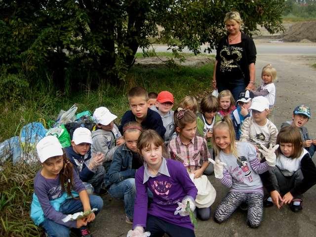 Dzieci sprzątają świat - full image