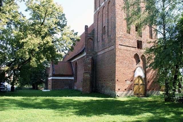 Parys: kościół filialny parafii w Korszach - full image