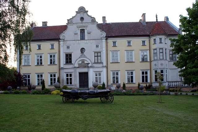 Łabędnik: pałac rodu von der Groeben - full image