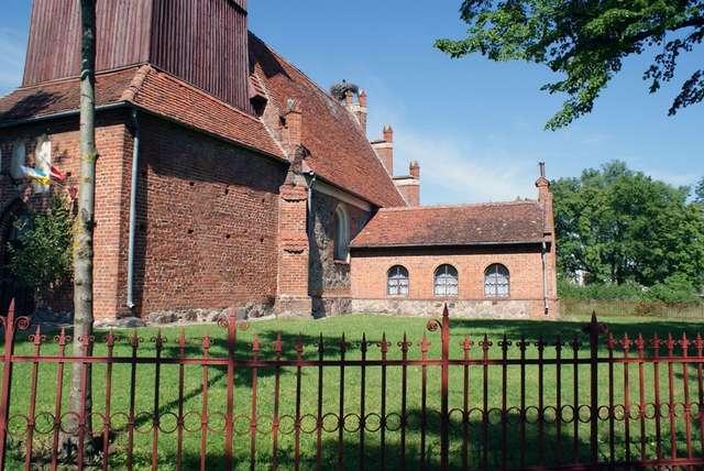 Dzietrzychowo: kościół z XIV wieku - full image