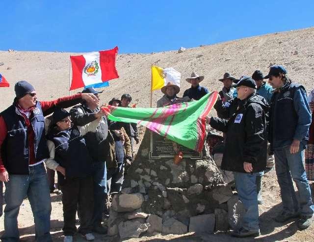 Odsłonięcie pomnika na wysokości ponad 5000 metrów nad poziomem morza - full image