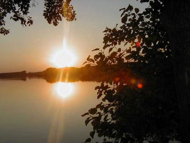 Jezioro Głowińskie łączy dwa województwa - full image