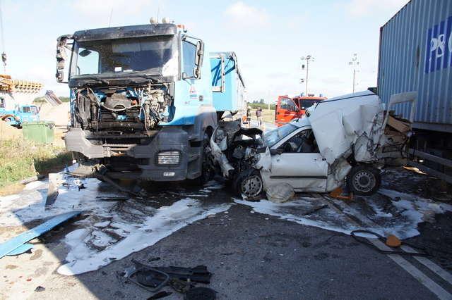 ... samochody zderzyły się <b>na</b> siódemce. Ranne <b>dwie</b> osoby - full image