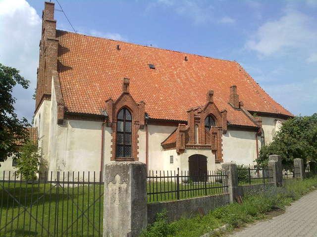 Dąbrówno: kościół z 1600 roku - full image
