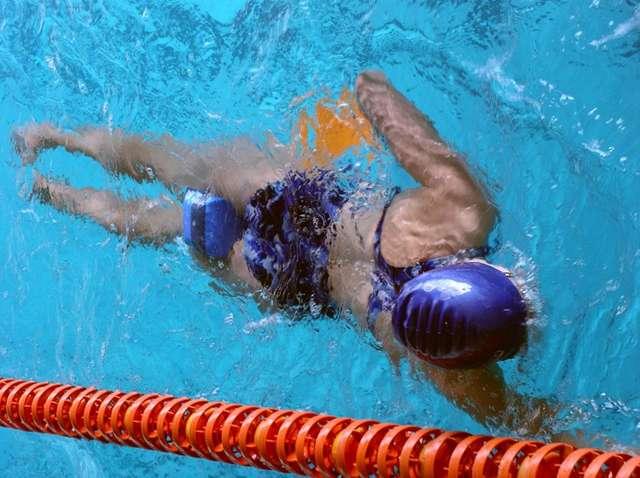 Dzieciaki na basenie - full image