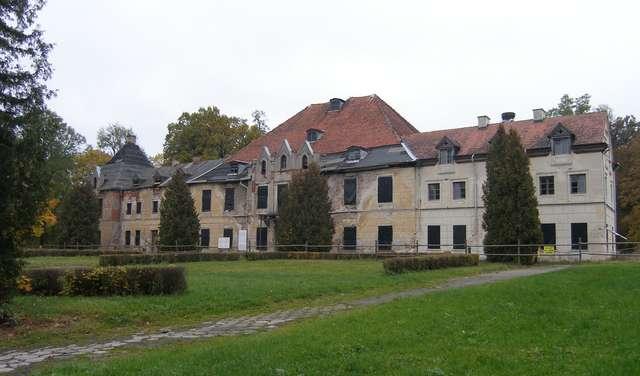 Zabytkowy pałac w Sztynorcie — dawna siedziba rodu Lehndorffów