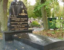 Nowy pomnik na grobie ks. Giedymina Pileckiego na cmentarzu Agrykola