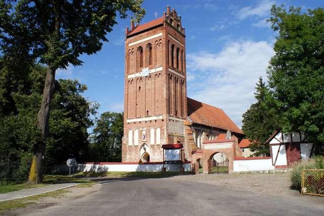 Sątoczno: kościół z XIV wieku - full image