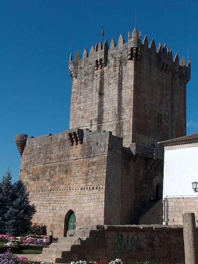 Zamek w Chaves, czyli Torre de Menagem. To tutaj mieściło się kiedyś więzienie - full image