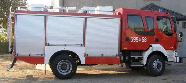 Krzynowłoga Mała zakupiła wóz strażacki za ponad 805 tysięcy złotych  - full image