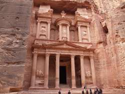 Khazneh — budowla zwana Skarbcem Faraona wykuta została ok. I-II w n.e