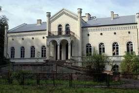 Pałac z XIX wieku w Rodelach