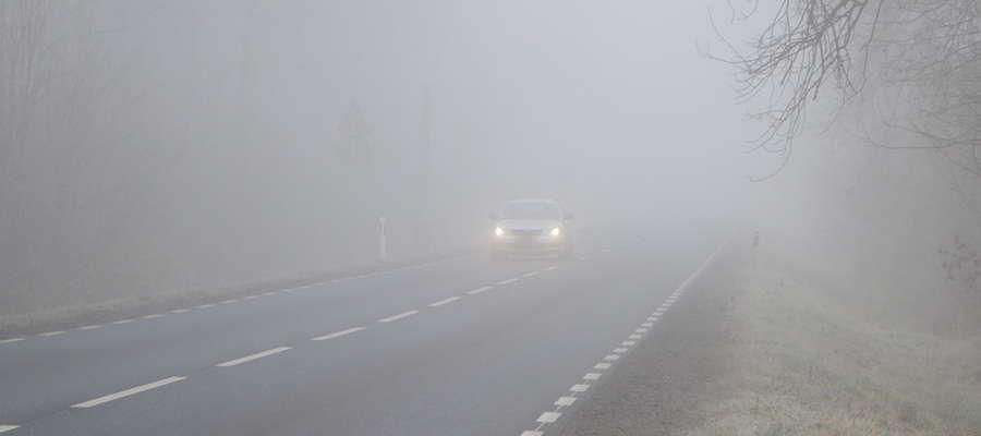 Niedzielny poranek mroźny i we mgle. Jest ostrzeżenie pogodowe