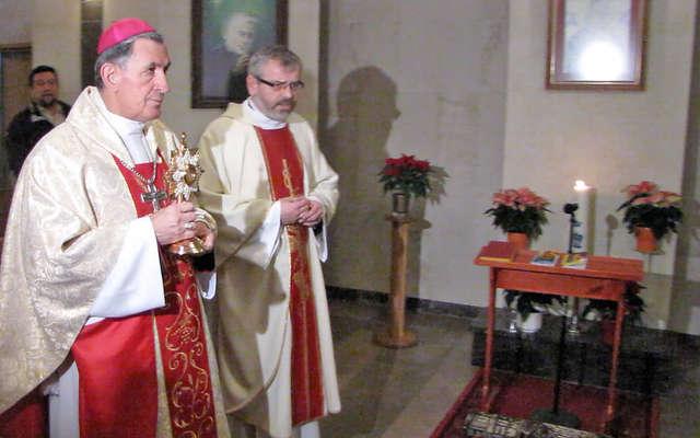 Relikwie bł. Jana Pawła II trafiły do szpitala wojewódzkiego w Elblągu - full image