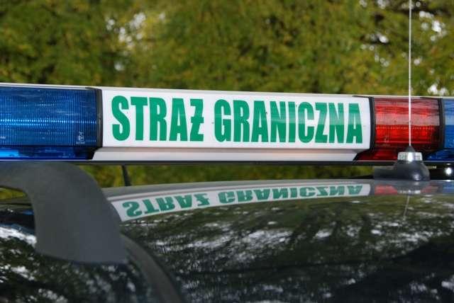 200 l oleju napędowego i 60 l benzyny znajdowało się na prywatnej posesji w Bartoszycach. - full image