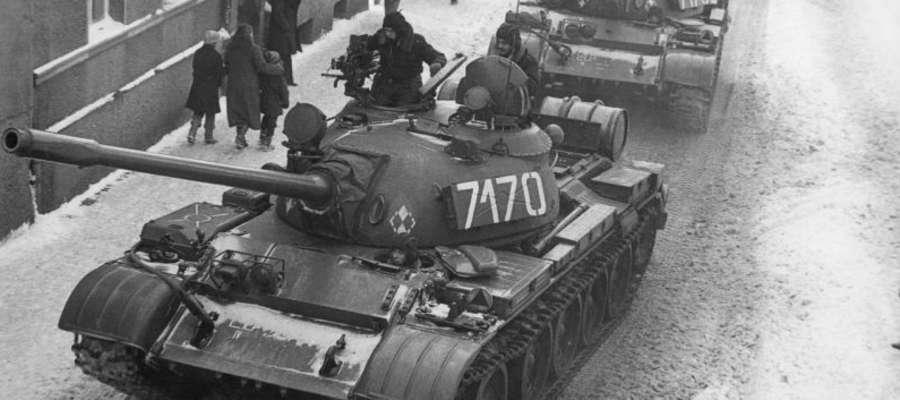 13 grudnia 1981 r. na ulicach miast stanęły pojazdy bojowe wojska i patrole