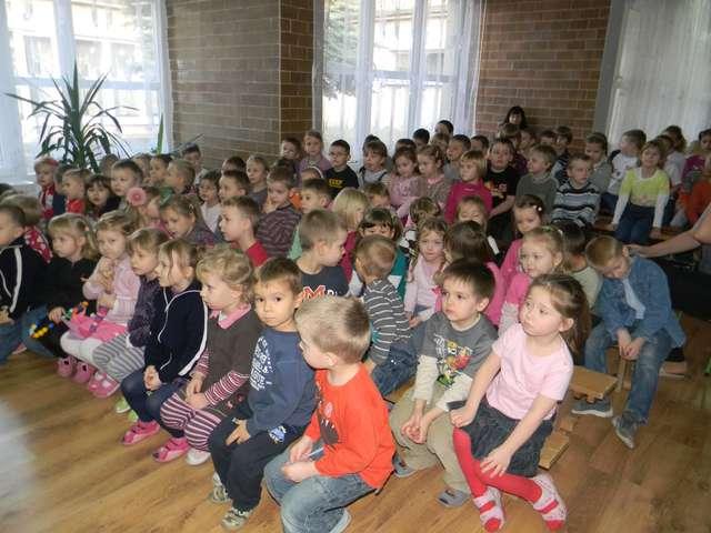 Podczas koncertu dzieci czynnie angażowały się w występ artystów