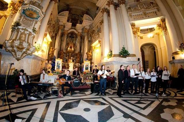 Olsztyniacy zaśpiewali kolędy w Kijowie  - full image