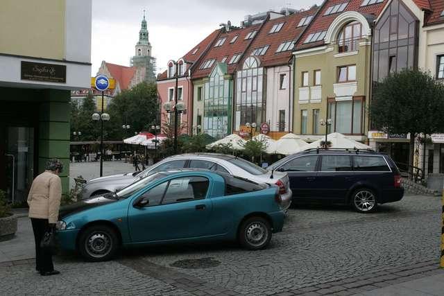 Tak parkują na olsztyńskiej starówce. - full image