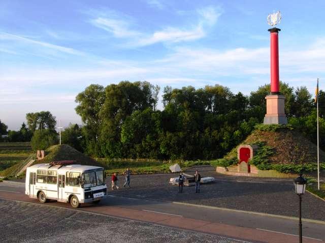 Pomnik Bohaterów Krut (2006) - full image