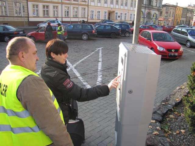 Od kilku miesięcy na nowomiejskim rynku obowiązują bilety z parkomatów - full image