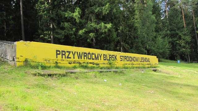 To dawna trybuna honorowa na Stadionie Leśnym w Olsztynie - full image