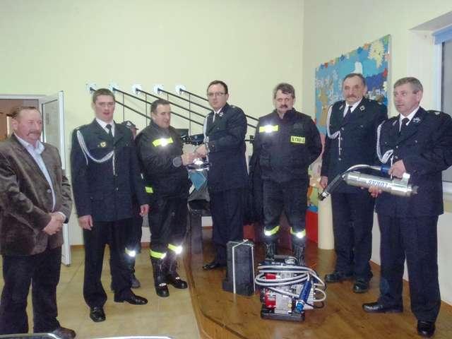 Strażacy obradowali w świetlicy w Żelaznej Górze - full image