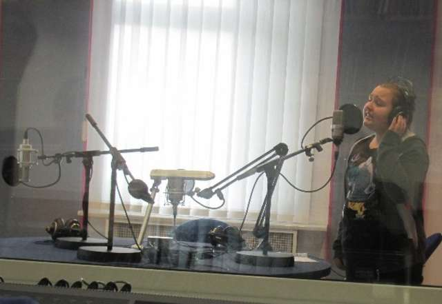 Sylwia podczas nagrywania płyty  - full image
