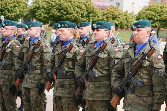 Ministerstwo wprowadza zmiany w ustawie o służbie wojskowej - full image