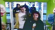 W środku dnia i pod okiem kamer malowali po sklepie. FILM!