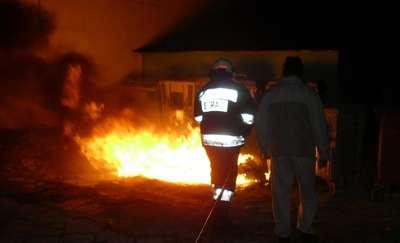 Podpalali śmietniki ze złości na sąsiada i na... zapalniczkę