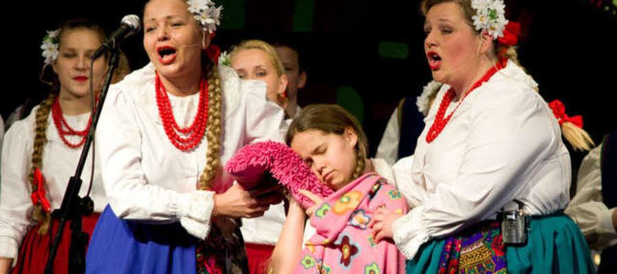 """Zespoł Pieśni i Tańca """"Żejmiana"""" Żejmiana to międzynarodowy zwycięzca festiwali ludowych i folklorystycznych"""