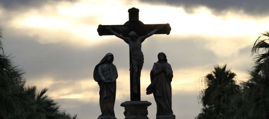 Szczytem całego roku liturgicznego jest Triduum Paschalne. Święty czas przepełniony tajemnicą życia, śmierci i Zmartwychwstania.